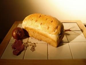 Hagymás-baconos kenyér