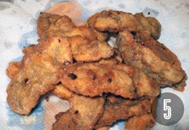 Chilis morzsás sertéscsíkok dinnyével